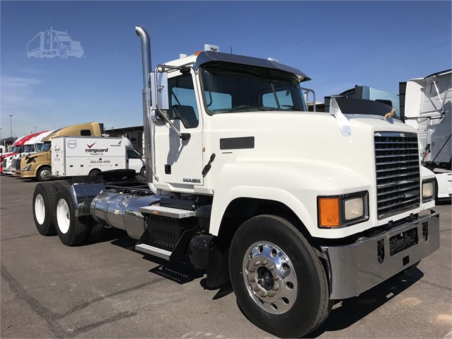 2014 Mack PINNACLE CHU613 - Mack Cab Chassis Trucks