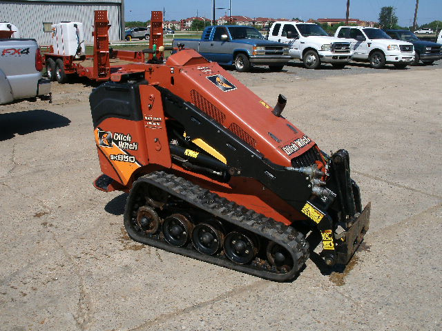 2015 DITCH WITCH SKID STEERS SK850