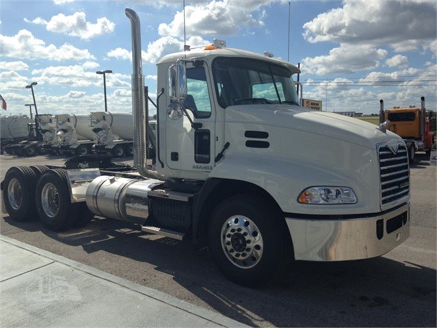 2017 Mack PINNACLE CXU613 - Mack Cab Chassis Trucks