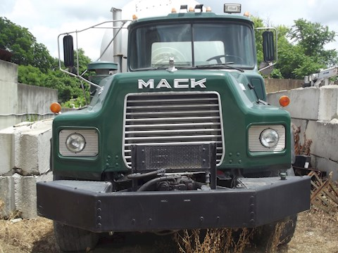 Mack DM690S - Mack Concrete Mixers