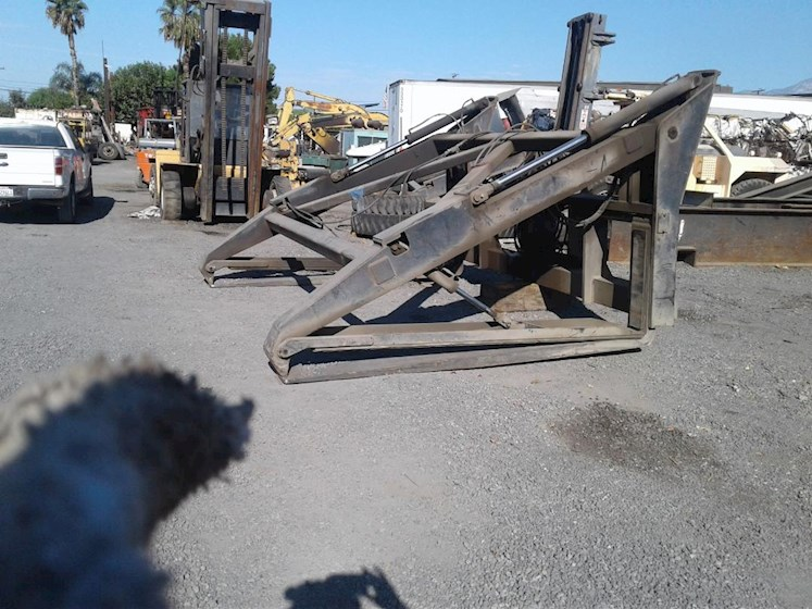 2000 Other PIPE CLAMP - Other Attachments