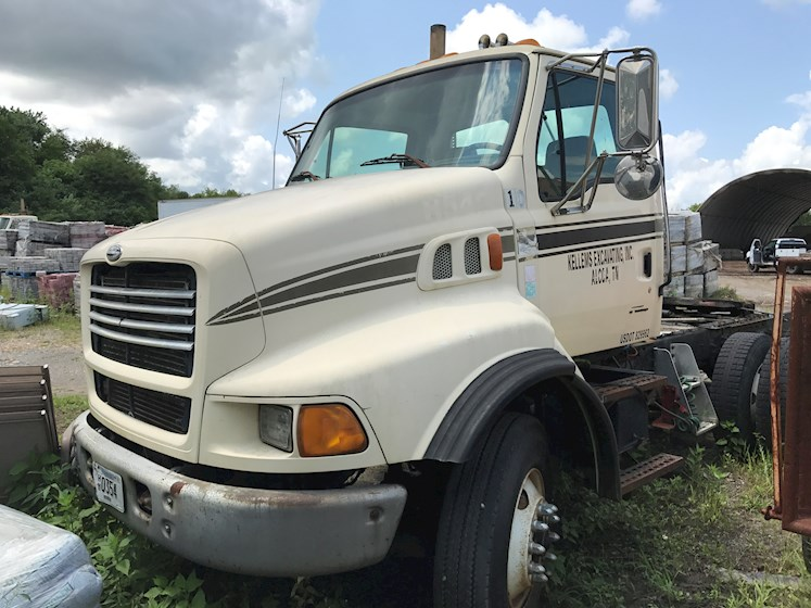1999 Sterling LT9513 - Sterling Cab Chassis Trucks