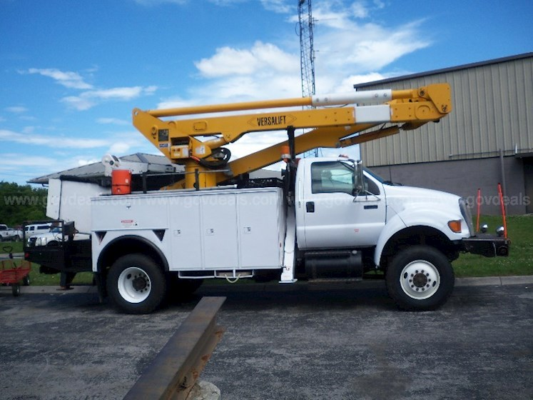 2004 Versalift VST-60001 - Versalift Other Trucks & Trailers