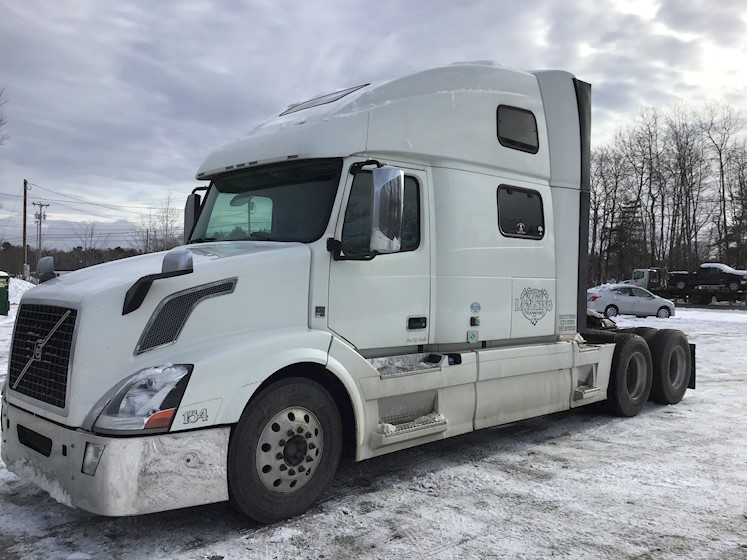2014 Volvo 780 - in Maine - 🅰𝐀𝐥𝐥 𝐎𝐟𝐟𝐞𝐫𝐬 𝐂𝐨𝐧𝐬𝐢𝐝𝐞𝐫𝐞𝐝 - Volvo Freight Trucks